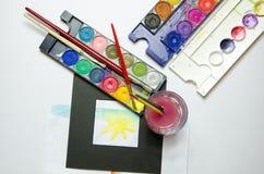 Colori di acqua con pittura e le spazzole Immagine Stock Libera da Diritti