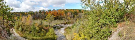 Colori di autunno nel parco urbano nazionale del rossetto immagini stock libere da diritti