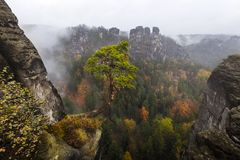 Colori di autunno nelle montagne dell'arenaria di Elba Fotografia Stock Libera da Diritti
