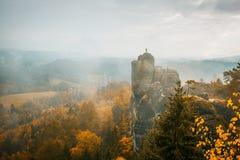 Colori di autunno nelle montagne dell'arenaria di Elba Fotografie Stock