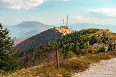 Colori di caduta del lato della montagna della Croazia fotografia stock