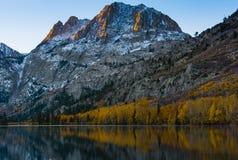Colori di caduta in Silver Lake, ciclo del lago june Immagini Stock Libere da Diritti