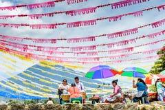 Colori di giorno di St John & del vulcano, Guatemala Immagine Stock Libera da Diritti
