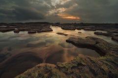 Colori di tramonto alla cascata di Dainthlen Immagine Stock