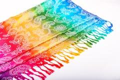 Colori indiani dell'arcobaleno della sciarpa con le spazzole su un fondo bianco Immagini Stock Libere da Diritti