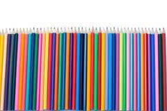 Colori l'allineamento di verticale delle matite Fotografie Stock Libere da Diritti