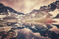 Colori l'immagine tonificata di un lago in alte montagne di Tatra, Slovacchia Immagini Stock Libere da Diritti