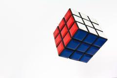 Colori luminosi del cubo di Rubik. Fotografie Stock
