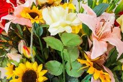 Colori variopinti di estate del primo piano di progettazione di estate del mazzo dei fiori Fotografie Stock