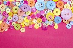 Colorido brilhantemente botões retros e do vintage do plástico Imagem de Stock Royalty Free