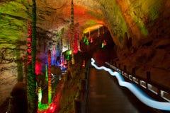 Colorido da caverna de Huanglong em China imagens de stock royalty free