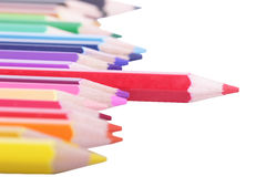 Colorido de los lápices en el concepto todos para uno incluya la trayectoria de recortes Foto de archivo libre de regalías