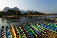 Colorido del barco con el río de la canción Fotografía de archivo libre de regalías