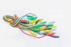 Colorido do tweezer, equipamento, acessório, peças sobresselentes, para a eletrônica e bonde no fundo branco foto de stock