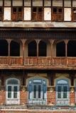 Colorido e gráfico de construções tradicionais em Srinagar, Kashmir foto de stock royalty free