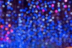 Colorido fora do fundo borrado luzes da árvore de Natal do foco imagem de stock royalty free