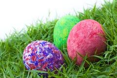 Colorido pintado tres huevos de Pascua Fotos de archivo