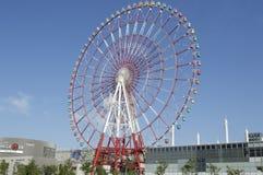 Coloridos gigantes rodam dentro a cidade de tokyo Imagem de Stock Royalty Free