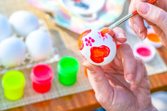 Coloring Easter egg. In hands Stock Photography