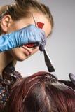 Colorist del pelo en el trabajo Imagen de archivo