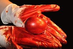 Coloritura dell'uovo di Pasqua Immagine Stock Libera da Diritti