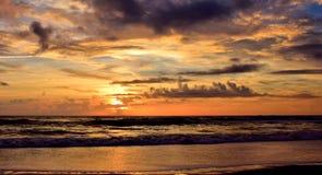 Colorized Spokojni morza przy Chmurnym świtem Obraz Royalty Free