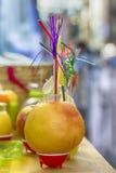 Colormixed in einem Fruchtgetränk Stockfotos