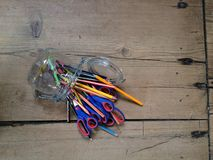 Colorpencils in un barattolo Immagini Stock