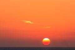 colors soluppgång för det mörkerhorisontalnaturlig fotohavet Royaltyfria Bilder