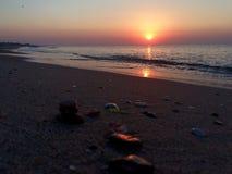 colors soluppgång för det mörkerhorisontalnaturlig fotohavet Arkivbild