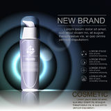 Colorstay-Make-up, enthalten in der transparenten Flasche, sahniger Hautfarbhintergrund Lizenzfreie Abbildung