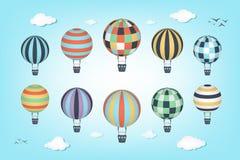Colorul在蓝天的热空气气球 免版税图库摄影