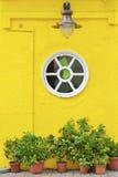 Colorul okno i ściana Fotografia Stock