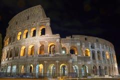 Coloseum Rome par nuit photos stock