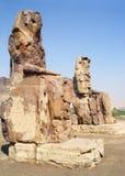 Colosos del canto de los colosos de Memnon o en egipcio Luxor Imágenes de archivo libres de regalías