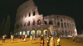 Colosseo de Roma por noche almacen de video