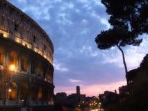 Colosseo entro la notte Fotografie Stock Libere da Diritti