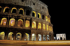 Colosseo la nuit Photographie stock libre de droits