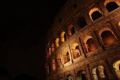 Colosseo od outside przy nocą Obrazy Royalty Free