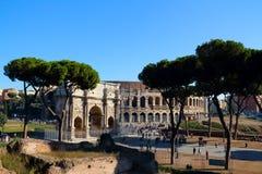Colosseo und ACRO di Costantino Lizenzfreie Stockfotos