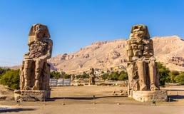 Colosses de Memnon (statues de pharaon Amenhotep III) près de Louxor Image stock