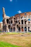 Colosseum在与蓝天的美好的夏日 免版税库存图片