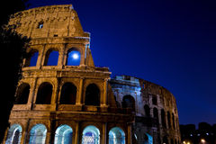 Colosseum在晚上之前 库存图片