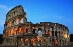 colosseum夜间罗马 免版税库存图片
