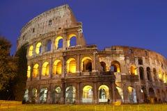 Colosseum罗马在晚上 库存图片