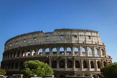 Colosseum και ένας μπλε ουρανός Στοκ Φωτογραφίες