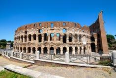 Colosseum και ο σαφής ουρανός Στοκ Φωτογραφίες