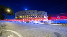Colosseum στο σούρουπο με το ελαφρύ ίχνος Ιταλία στοκ φωτογραφία με δικαίωμα ελεύθερης χρήσης