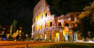 Colosseum в Риме - красиво загоренном на ноче - di Roma Colosseo Стоковые Изображения