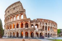 Colosseum, или Колизей Загоренный огромный римский амфитеатр рано утром, Рим, Италия стоковая фотография rf